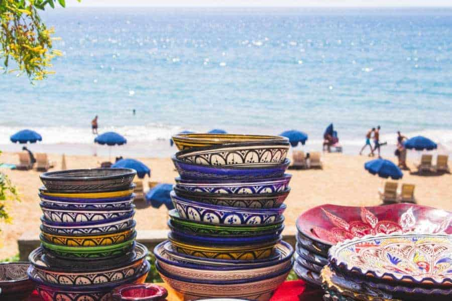 shopping Moroccan clay plates