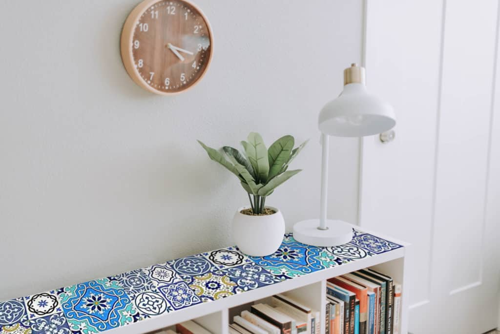Moroccan wallpaper pattern on bookcase